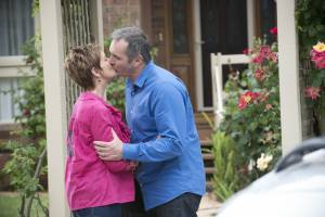6590- Karl And Susan Share A Kiss On Ramsay Street – Officially Back Together (15)